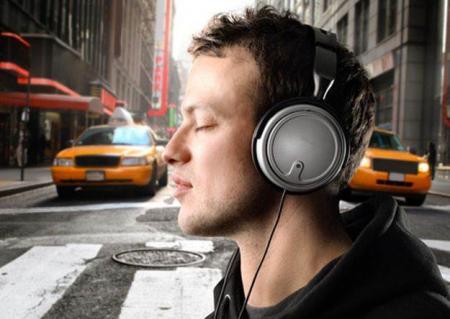 audifonos-gigantes-provocan-sordera_20.10.18