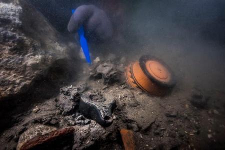 В затонувшем городе Египта нашли военный корабль и греческое захоронение
