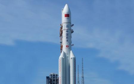На Землю падает неконтролируемая китайская ракета: что известно