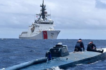 В США на ходу остановили субмарину с тоннами кокаина