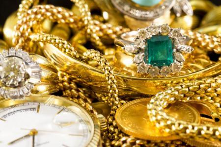 depositphotos_45960435-stock-photo-gold-jewelry_21.12.20