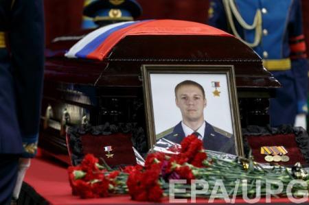 На похороны убитого в Сирии летчика Филипова пришли тысячи людей