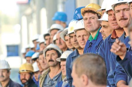 Сколько зарабатывают украинцы за границей