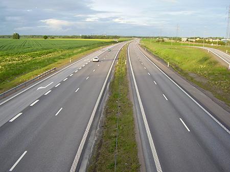Українцям розповіли, скільки коштуватиме проїзд платною дорогою