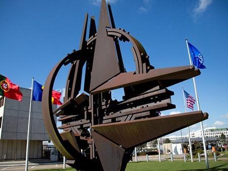 Россия силой захватила Крым и подрывает демократию в мире – НАТО
