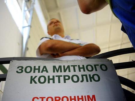 Україна заборонила в'їзд трьом росіянам і двом полякам