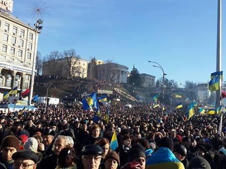Час іти на Межигір'я: одинадцять вражень про недільне віче Євромайдану