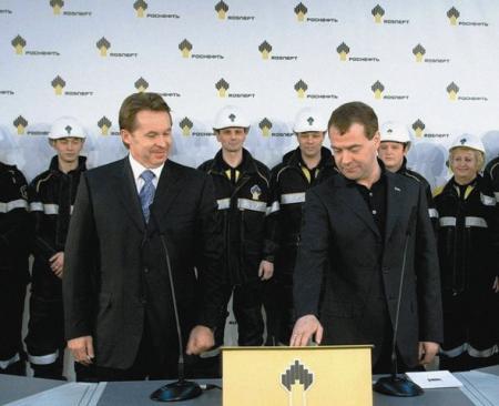День нефтяника: что стоит за отставкой президента крупнейшей нефтяной компании России
