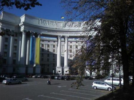 Украинских дипломатов обязали проверяться у психиатров