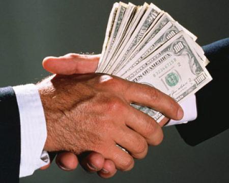 80% украинцев считают борьбу с коррупцией неуспешной