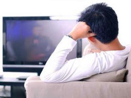 pered-televizorom