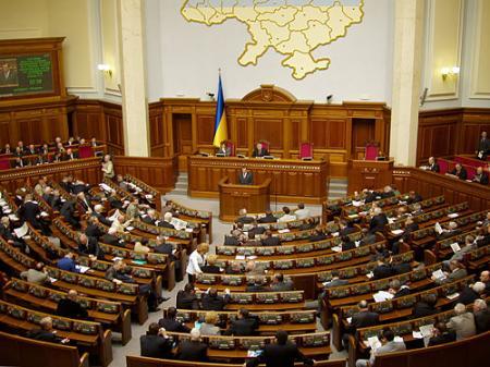 Оппозиция заблокировала работу Рады из-за Тимошенко и Европы