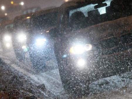 Украинцев предупредили о метелях и скользких дорогах
