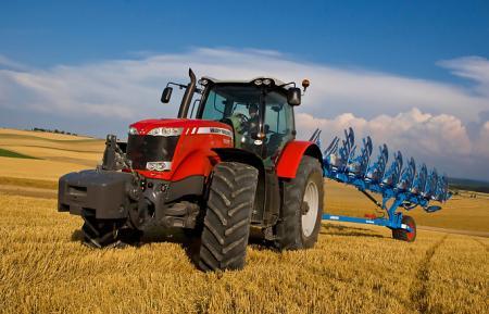 traktor-z-plugom