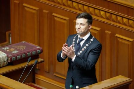 Зеленский распустил Раду и назначил выборы на 21 июля