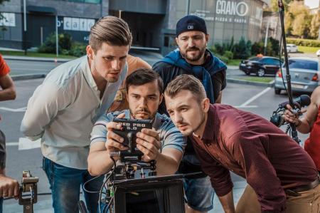 Зачем украинский телеканал снимает прокатное кино