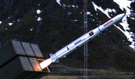 ispytatelnyi-pusk-zenitnoi-upravlyaemoi-rakety-raytheon_13.08.2020