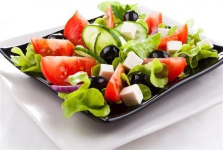 kak-prigotovit-grecheskij-salat-po-klassicheskomu-receptu-1_04.08.18