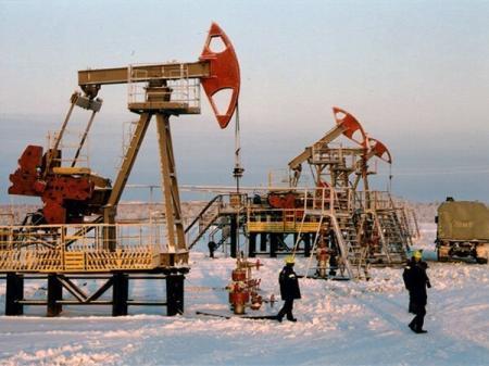 Россия снижает добычу нефти с опережением графика, но цена на нефть продолжает падать
