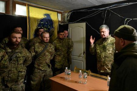 Як Петро Порошенко завітав до «Азова» на передову – очима «азовця»