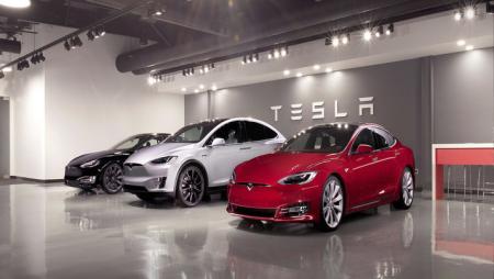 Tesla прекращает продажи бюджетных электромобилей Model S и Model X