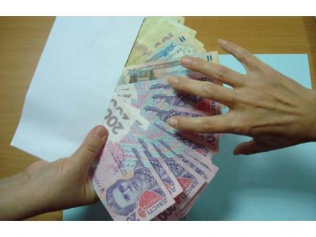 Минимальную зарплату обещают освободить от налогов