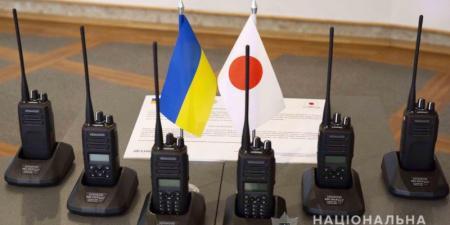 Япония передала украинским полицейским 600 комплектов современных радиостанций