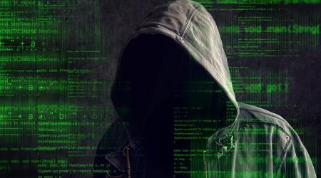 sh_hacker-in-hoodie1500px2_25.05.18_1