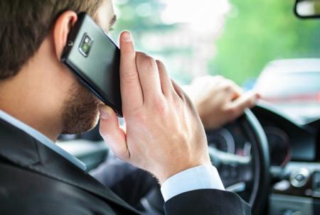 shtraf-za-razgovor-po-telefonu-za-rulyom-v-2015-godu-1