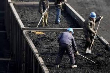 Первые 120 семей Новогродовки получили бесплатный уголь от Штаба Ахметова