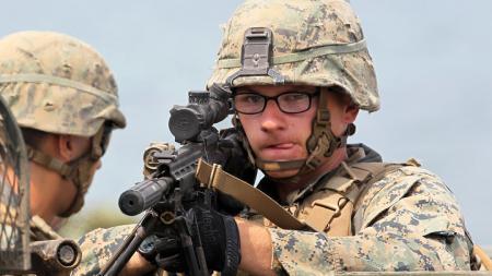 Чем солдат отличается от человека или Где (не) работает теория игр