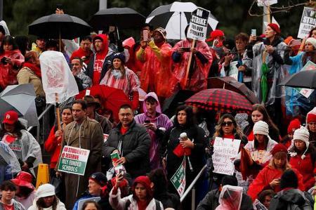 В США объявили забастовку десятки тысяч учителей
