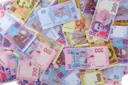 Гривна укрепляется быстрее других валют